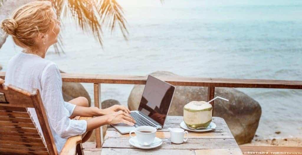 Arbeiten am Strand - die Arbeitsbedingungen sind ein wichtiger Hebel im War for Talents