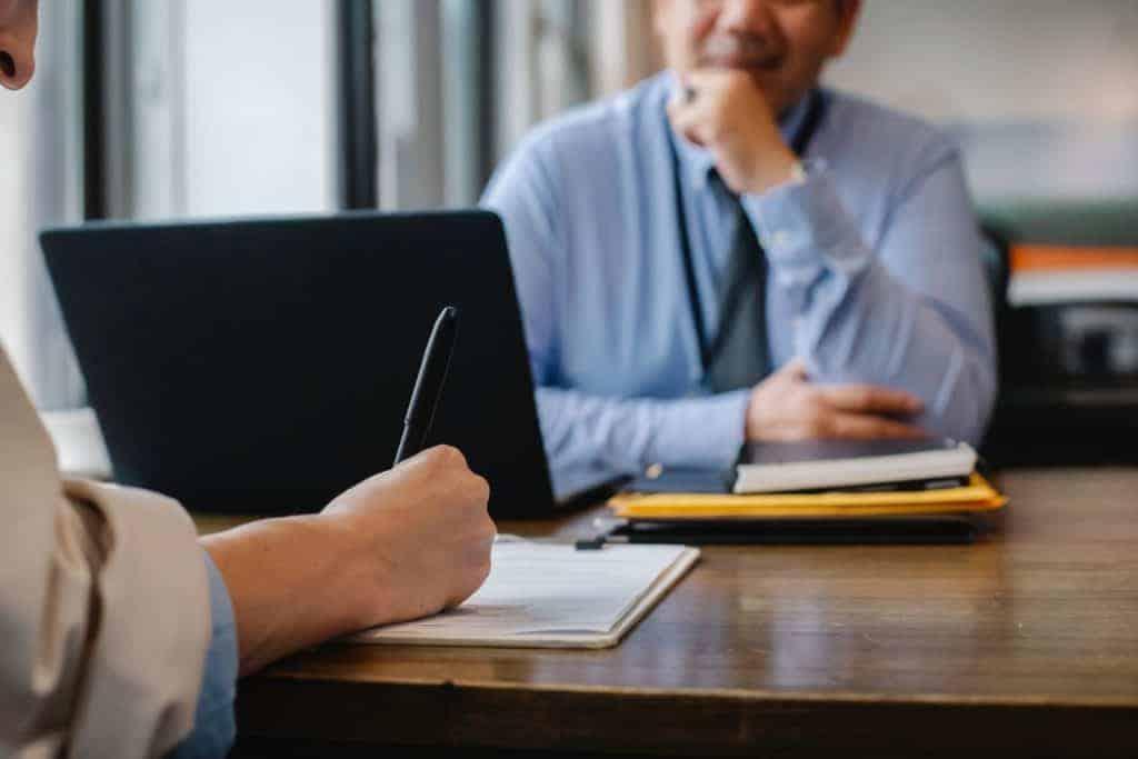 Suche nach der richtigen Personalmarketing-Agentur Notizen im Auswahlgespräch