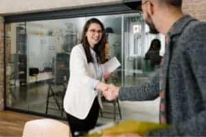 Mit einem gut strukturierten Employer Branding Prozess stellen Sie mehr qualifizierte Mitarbeiter ein