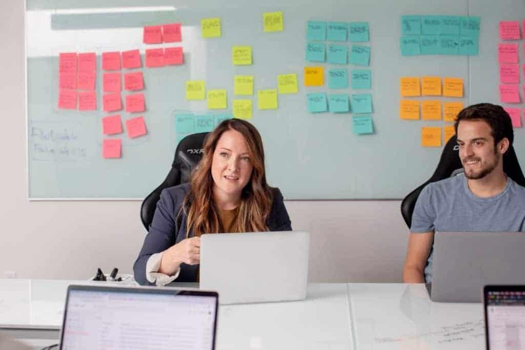Employer Branding Prozess durchgeplant mit Post-its